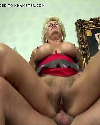 Grand-Mère est une salope gourmande!