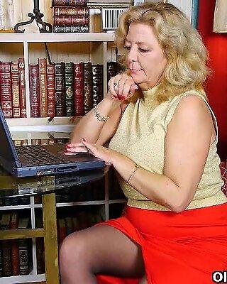 Mirando Porn enciende la lujuria de Abuela