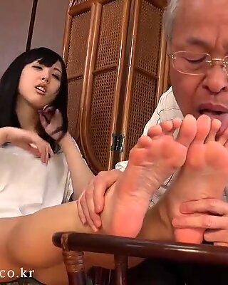 korean foot munching