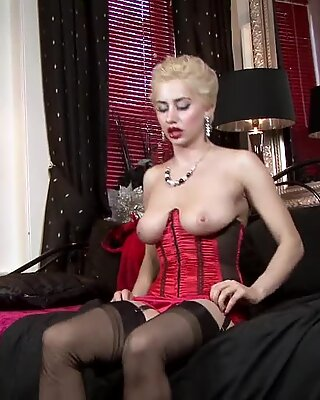Mature Lady With Sexy Lingerie