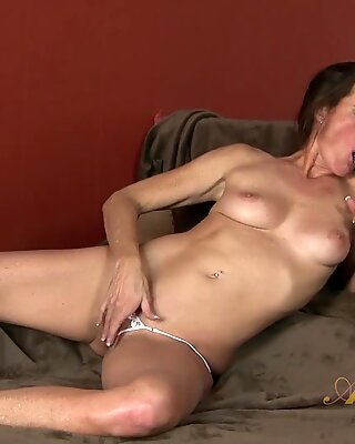 She Is Mature And Horny - Sofie Marie