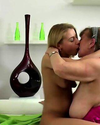Abuelitas Havin Salvaje Lesbiana Sexo con Jovencita Muchacha
