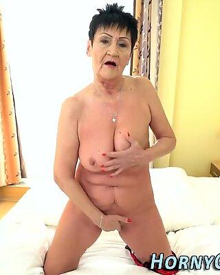 Stará Mama Slut Sucks Péro