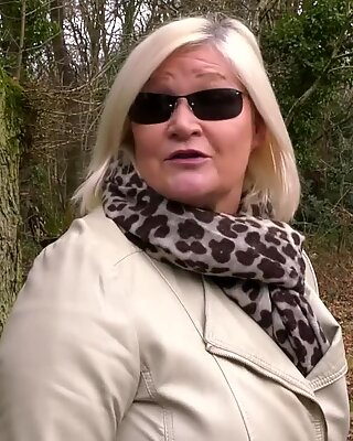 Oldnanny británico tetona maduras lesbiana aventura