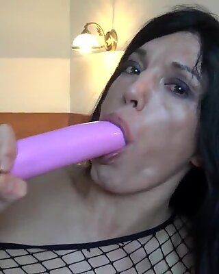 Trap beauty toying her ass in solo scene