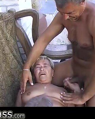 Бабуля чертовски и мастурбация с двумя дедушками