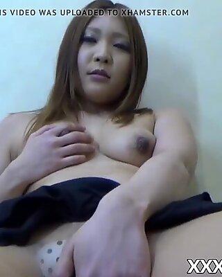 Giapponese amatoriale spogliarelli nuda e le dita la fica stretta