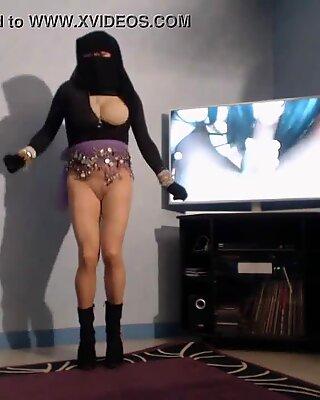 muslmane voil&eacute_e danse en collant sans culotte