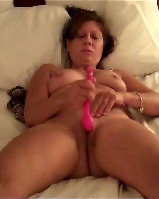 Maduras Esposa Masturbánose hasta Orgasmo en el frente del amante.