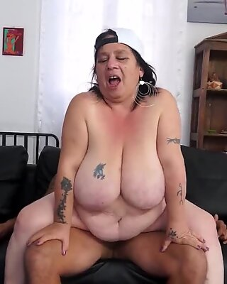 Scambisti Maturi - Chubby Amateur Granny First Casting With A Young Guy