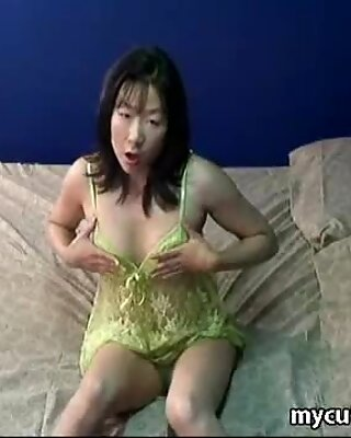 Japanese girl Swan Jin rubs and fingers her pussy
