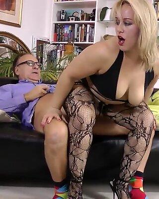Chubby stockings ho spits