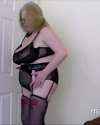 Салли в чёрных женском бельё