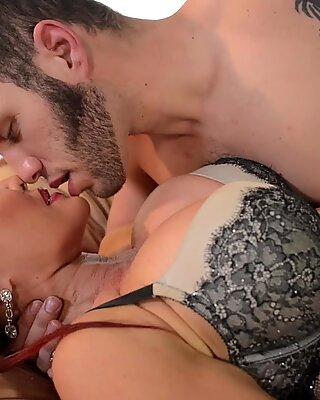Mature pornstar Sexy Vanessa fucked by a horny man