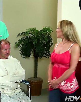 Sexy Blondinki Милф Шейла Лавица трахается от огромных чёрных хер