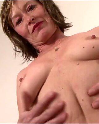 Stará Mama rád dostane jej Pička Fucked podľa Čierne Péro