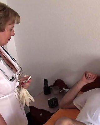 Доктор бабуля трахается