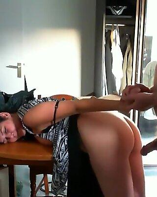 Emotional orgasm for slinky mature cougar