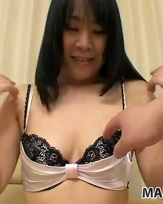 Splendida giapponese bambina yuka imai vorrebbe ottenere la sua figa trapanata
