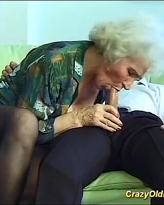 Awek ibu melakukan seks tekak