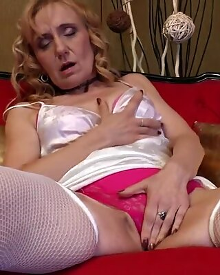 Natural blonde grandma shaking her old cunt