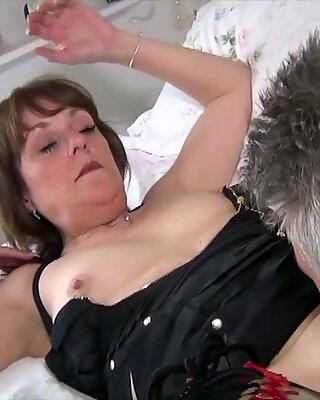 Agedlove Inggris Dewasa Pornografi Berat bercinta dan blowjob