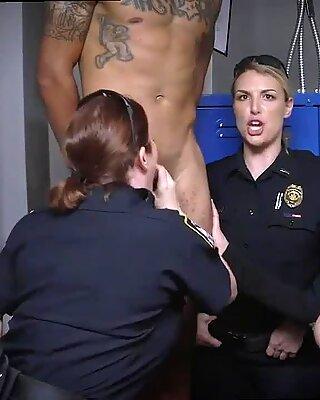 Милф соблазняет младший девушка и матурки оргазм не быть чёрными и подозрительными вокруг чёрных