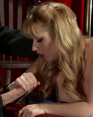 Lexi Belle confuses a tasty hard dick for sausage in her mouth