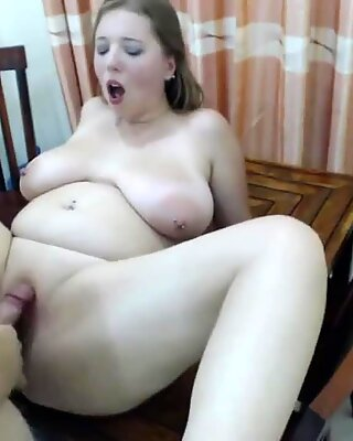 hello_x_pussy gets poked