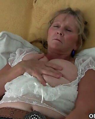 奶奶与大乳房手淫在连裤袜