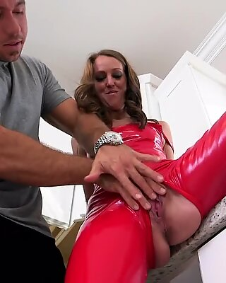 Milf Hunter - Sexy mom all dressed in leather